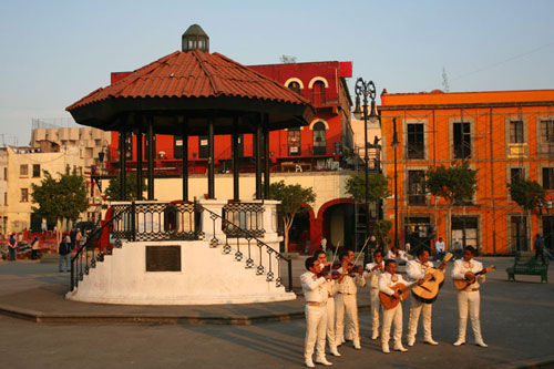 http://www.mexicovacationtravels.com/wp-content/uploads/2008/06/the-square-in-plaza-garibal1.jpg
