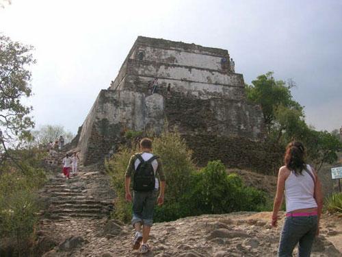 Hiking to Tepoztlan Pyramid
