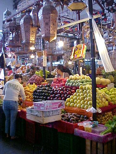 Produce Stall in Hidalgo Market, Guanajuato   (photo by Daniel Alvarez courtesy of Flickr)