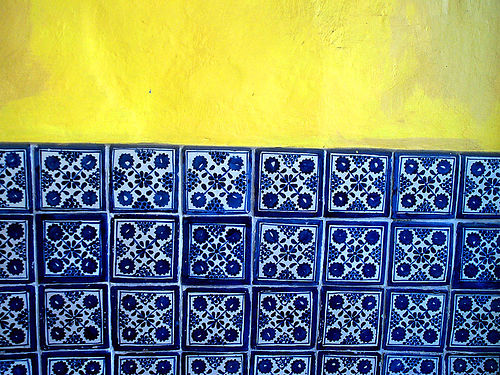 Gorgeous blue talavera tiles (CC photo by Mexicanware courtesy of Flickr)